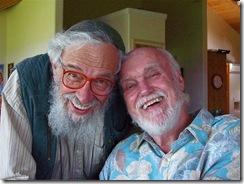 """ר' זלמן שחטר-שלומי עם ראם דאס, ממנהיגי רוחניות הניו-אייג' בשנות השישים והשבעים. בעוד ששחטר-שלומי יונק ממעיינות החסידות, מהם הוא עצמו מגיע, ראם דאס, (ד""""ר ריצ'רד אלפרט לפנים) מצא בהינדואיזם רוחניות שהוא היה יכול בעזרתה להעניק לחייו, ולחייהם של אחרים, משמעות רוחנית"""