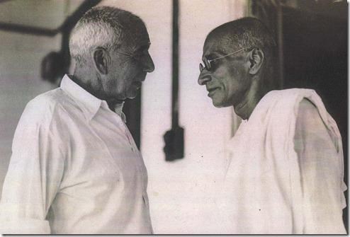 גנדהי וקלנבך בפגישתם ביולי 1937