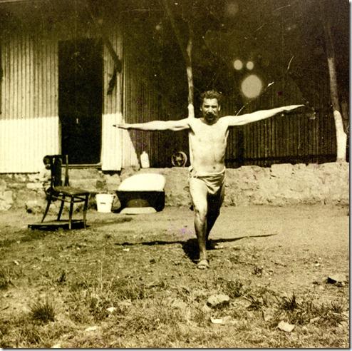 קלנבך מתעמל בחוות טולסטוי, 1912