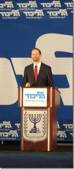 משה פייגלין נואם בועידת הליכוד. התמונה מויקיפדיה