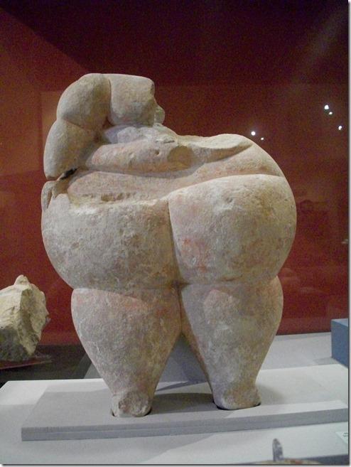 צלמית שנמצאה במקדש במלטה. מוצגת היום במוזיאון הלאומי