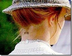 """שם ה' """"מהש"""" מקועקע על צווארה של בריטני ספירס"""