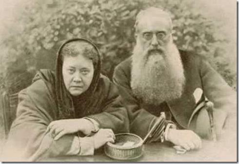 מייסדי האגודה התיאוסופית: מאדאם הלנה פטרובנה בלווצקי וקולונל הנרי סטיל אולקוט